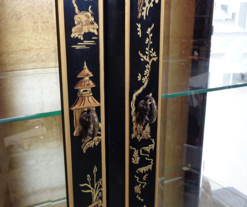 Drexel Heritage, Asian style black and gold display cabinet.