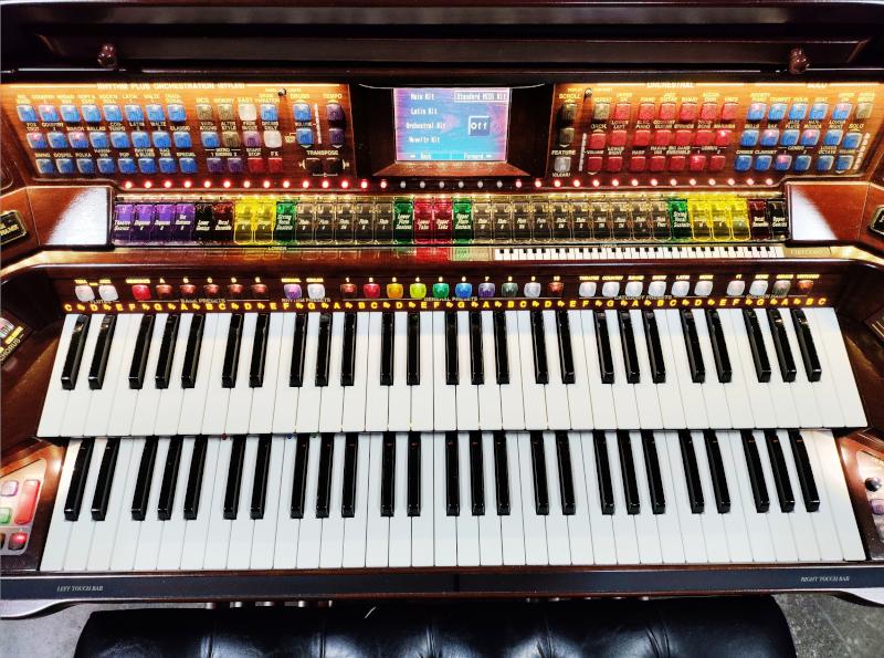 Prestige A5000 Organ 10