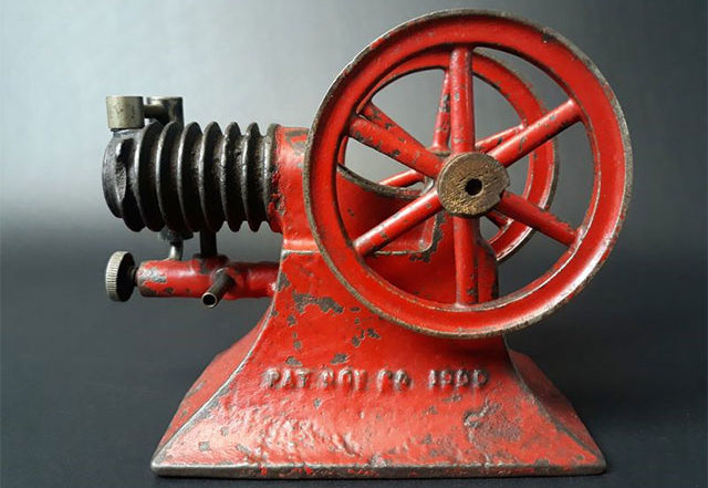 Paradox Gas Engine Co. Cast Iron Gas Engine